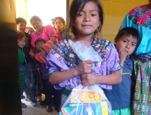 Schulmaterial für die Kinder in Monrovia. Finanziert durch Spenden von meinfrollein.