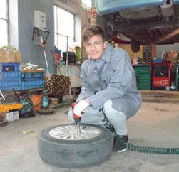 Auto- Mechaniker- Ausbildung. Charity Projekt 2017-18 im Kinderdorf Satul di Copii