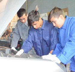 Auto- Mechaniker- Ausbildung. Charity Projekt 2017-18 im Kinderdorf Satul de Copii